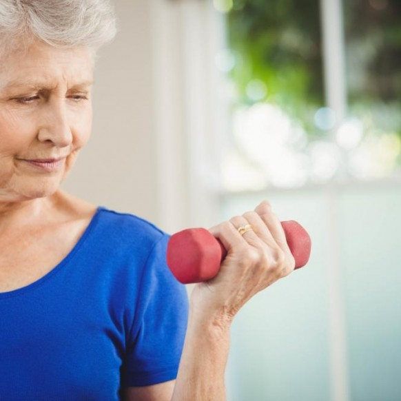 senior-woman-exercising-with-dumbbells-582x582